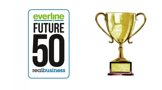 Everline logo & trophy